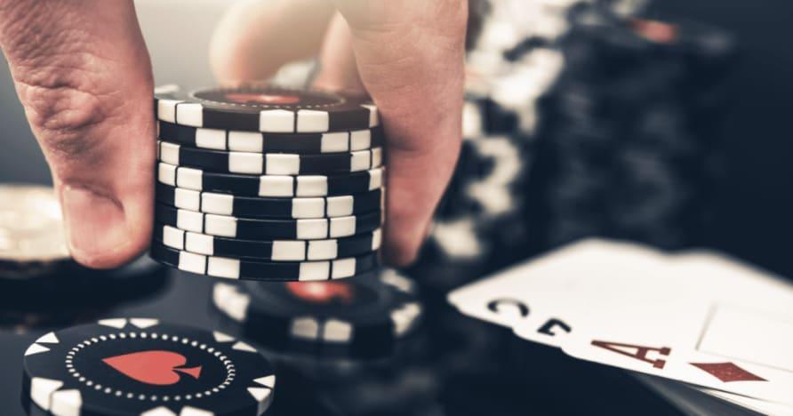 5 Perbezaan Terbesar Antara Poker dan Blackjack