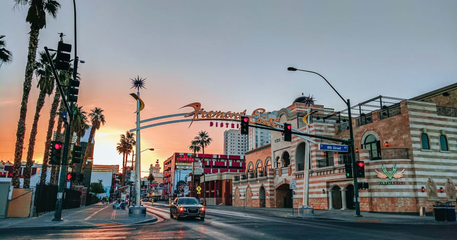 Greentube Menambah Perampok Polis 'N' Vegas Nights ke Las Vegas Flairnya